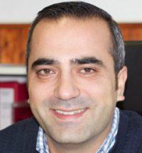 Murat Dayanc ist seit 12 Jahren Fahrlehrer und hat schon sehr vielen Fahrschülern zum Führerschein verholfen. Durch seine langjährige Erfahrung als Fahrlehrer kann er seine Fahrschüler/Innen korrekt einschätzen und wendet immer die passenden Lehrmethoden und Techniken an. Er scheut weder Mühe noch Kosten um seinen Fahrschülern/Innen eine perfekte Ausbildung zu bieten, sodass sie bereits beim ersten Lauf die Prüfungen bestehen.